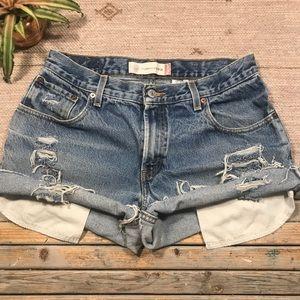 Vintage Levi's 550 distressed jean shorts size 8